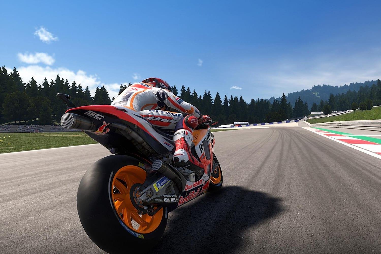 MotoGP 19 motorcycle racing beginner tips | Red Bull