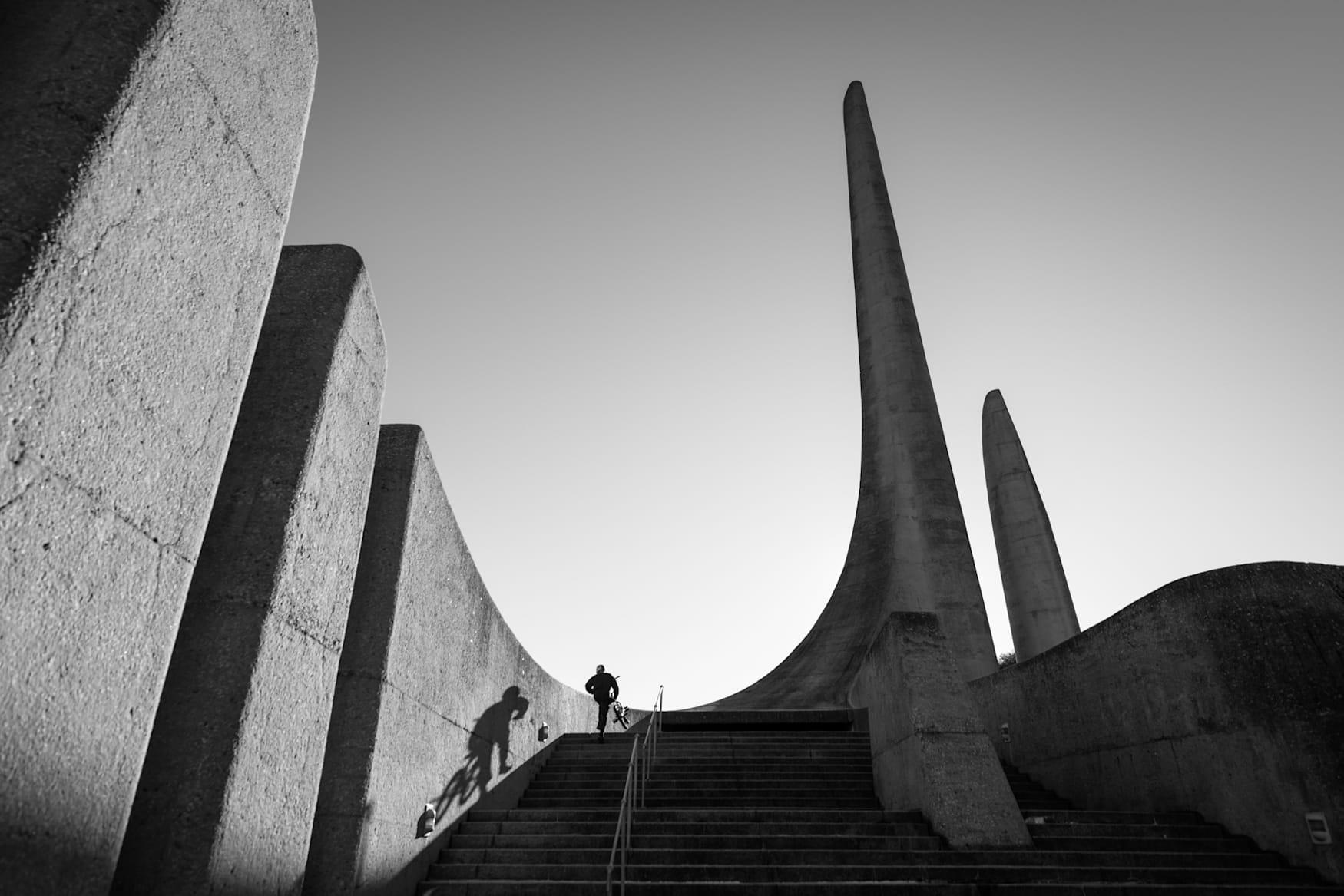 Murray Loubser en el Afrikaans Language Monument en Paarl Town, Sudáfrica.