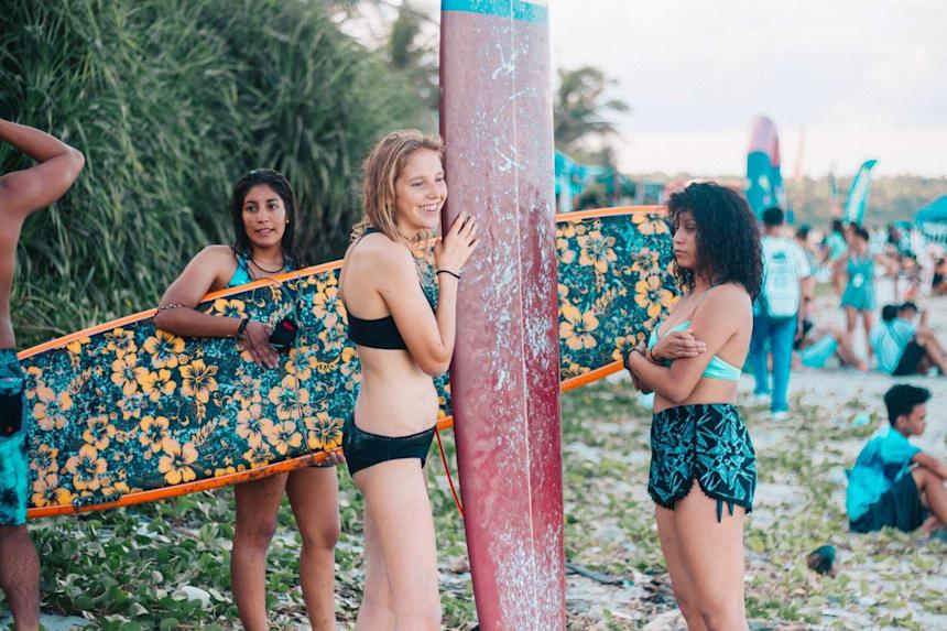 para aprender a surfar precisa saber nadar