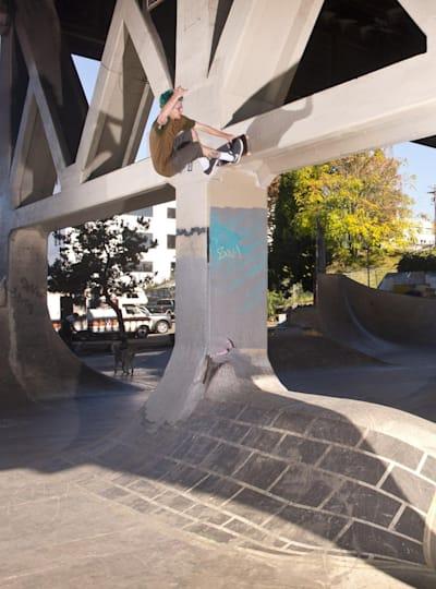 Ben Raybourn – Frontside Wall Bash