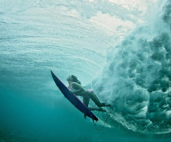 Maya Gabeira Dives in Hawaii 2009