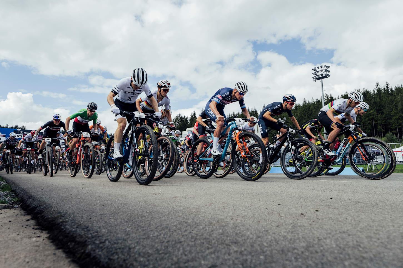 Der Start beim UCI XCO World Cup-Rennen in Nove Mesto, Tschechien, am 16. Mai 2021.