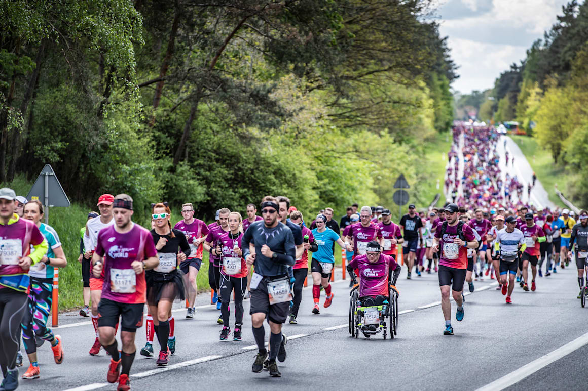 Os participantes correm durante a sexta edição da Wings for Life World Run em Poznan, Polónia, a 5 de maio de 2019.