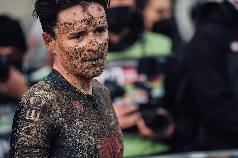 Tom Pidcock nach dem XCC-Rennen in Nove Mesto 2021.