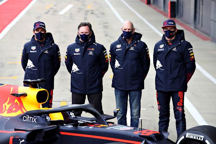 Sergio Perez, Christian Horner, Adrian Newey e Max Verstappen