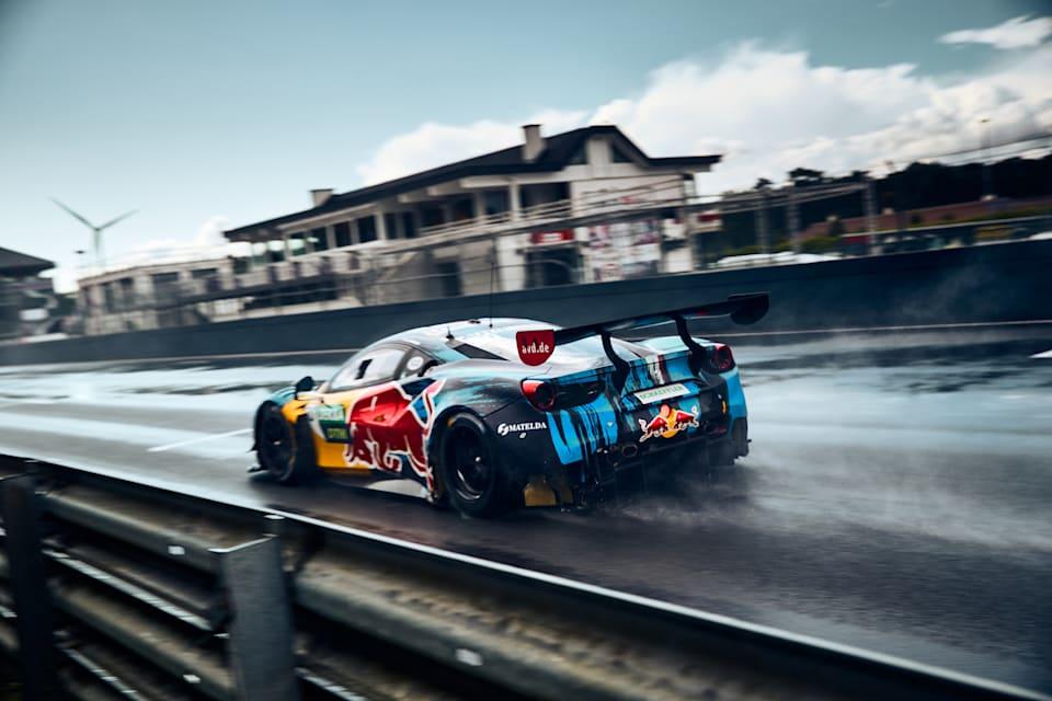 Liam Lawson, Red Bull AlphaTauri AF Corse için çarpıcı Ferrari 488 GT3 Evo 2020'de Zolder'in etrafında güçleniyor.