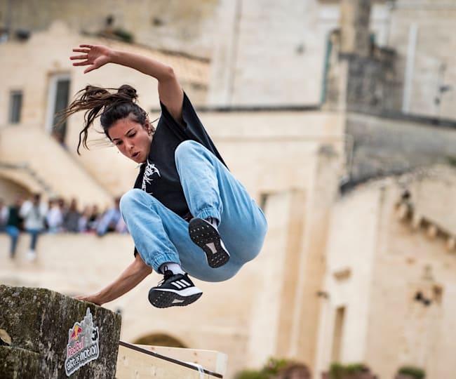 H Hazal Nehir takes στο Red Bull Art of Motion στη Ματέρα