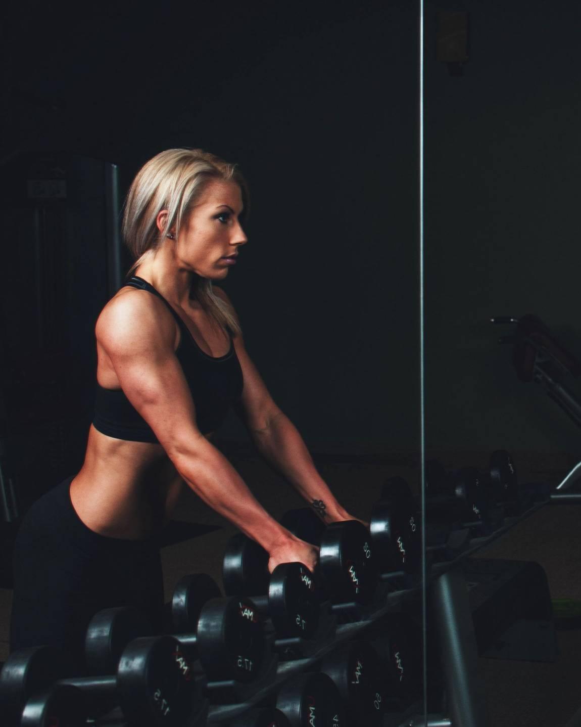 lavora con pesi e perdita di peso