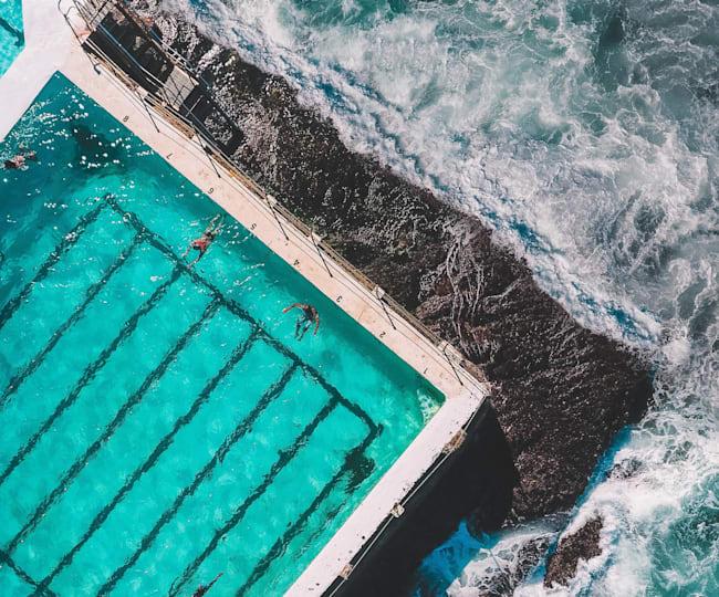Vanuit een zwembad kijken over Bondi Beach, maar dan zonder de haaien...