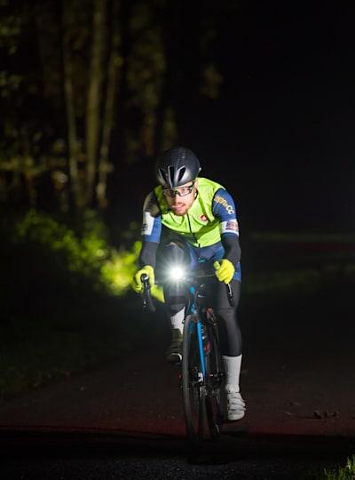 Les lumières sont essentielles pour faire du vélo la nuit