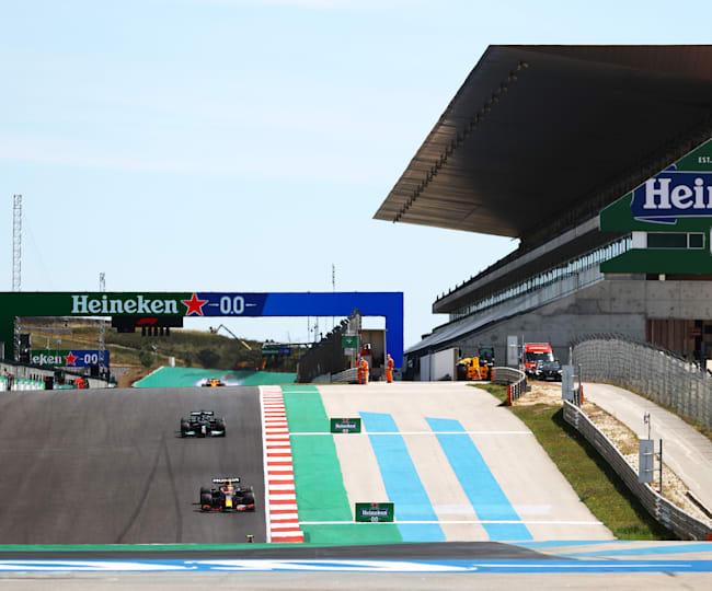 Max Verstappen davanti a Lewis Hamilton nel GP del Portogallo
