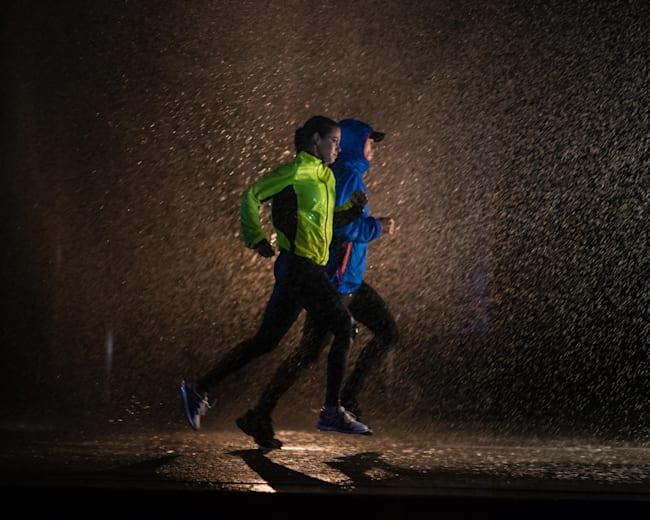 Chceš běhat v dešti nebo v zimě? Pak mysli na vhodné oblečení!