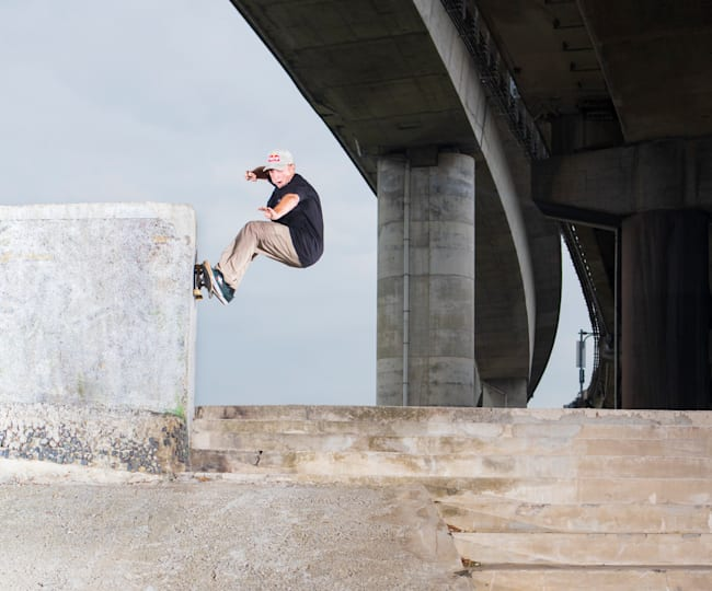 Jamie Foy Does a Frontside Wall Ride in Taiwan