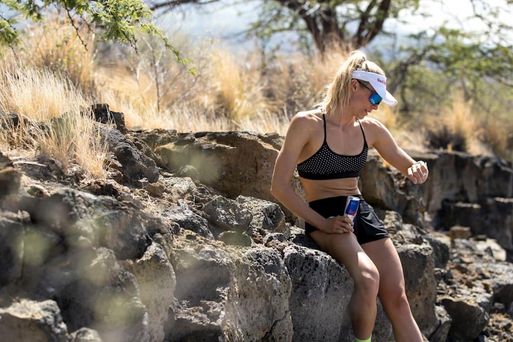 Înainte de cursă, Lucy bea și un Red Bull, ca parte din ritualul ei