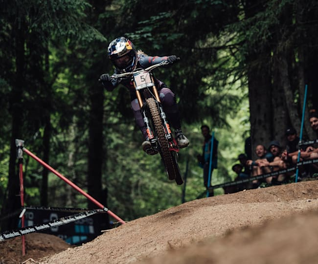 Tahnée recovered from a poor qualifying run to grab a win at Les Gets