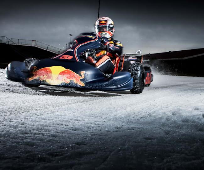 Max Verstappen rijdt op ijs in Biddinghuizen