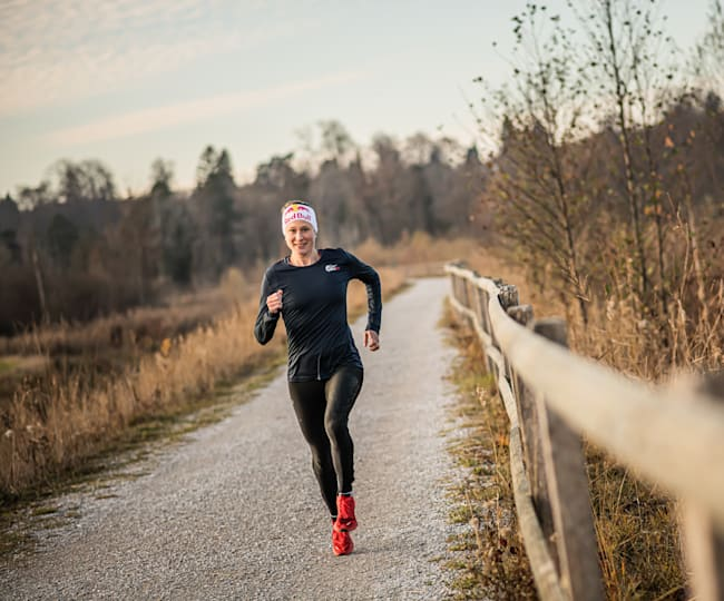 Romina Amato rent voor Wings for Life World Run
