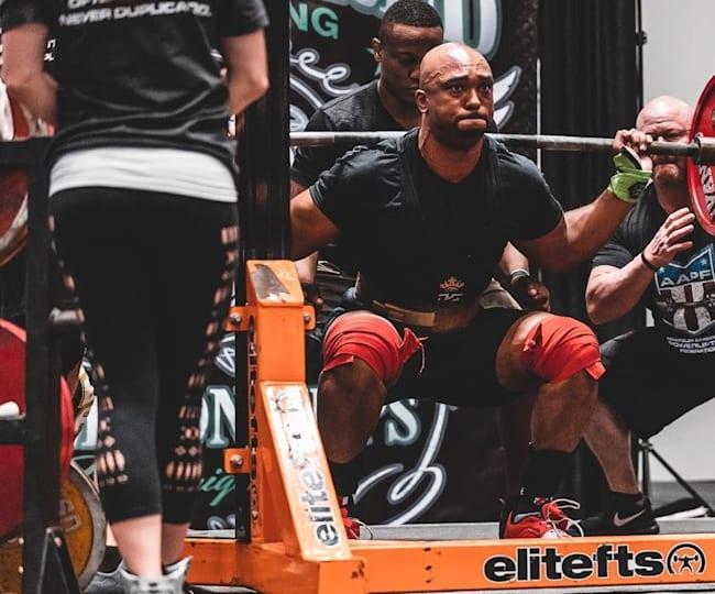 Julian McKerrow at the 2019 World Championships squatting 287.5kg