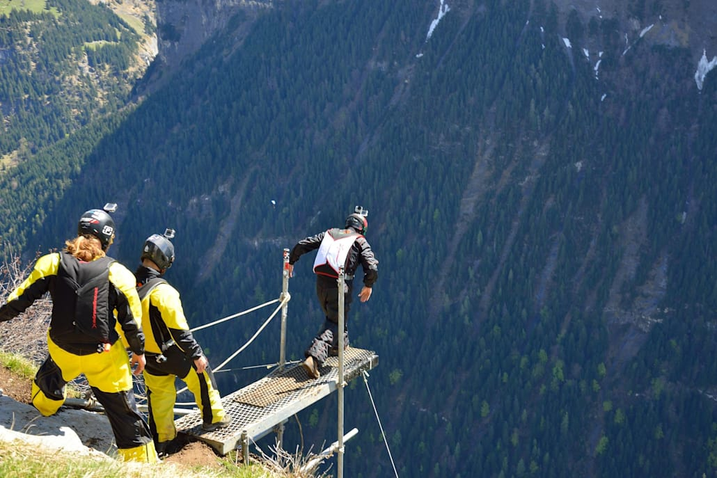 O Κώστας Στέλλας σε εκπαιδευτικό άλμα B.A.S.E. Jumping στην Ελβετία