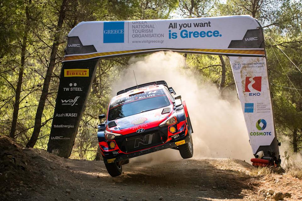 Hyundai Shell Mobis takımından Thierry Neuville, 10 Eylül 2021'de Yunanistan'ın Lamia kentinde düzenlenen FIA Dünya Ralli Şampiyonası sırasında sahne alıyor.