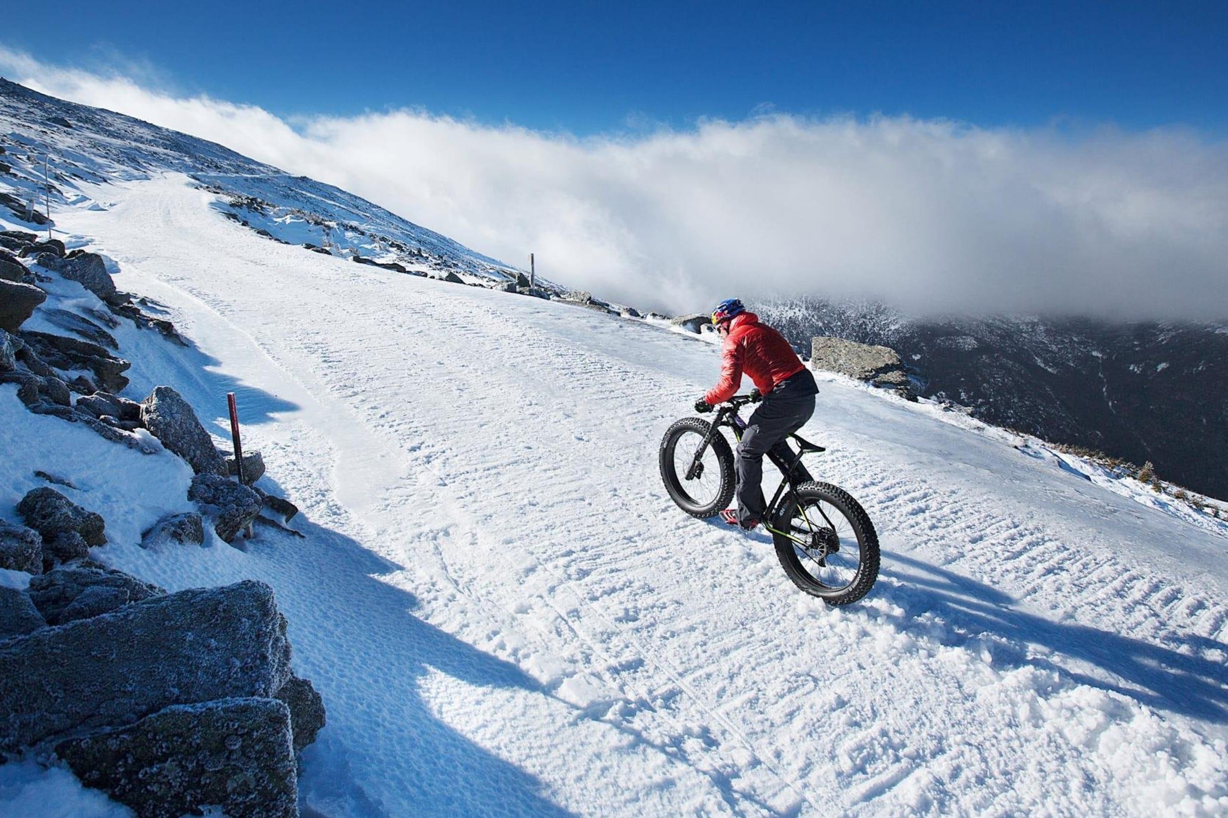 Tim Johnson primera ascención al Mount Washington en bici en invierno.