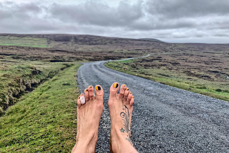 Mon Chat Dort Sur Mes Pieds cent marathons pieds nus, le défi fou d'anna mcnuff !