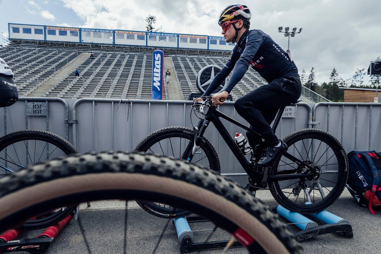 Tom Pidcock beim UCI XCO-Rennen in Nove Mesto na Morave, Tschechien, am 16. Mai 2021.