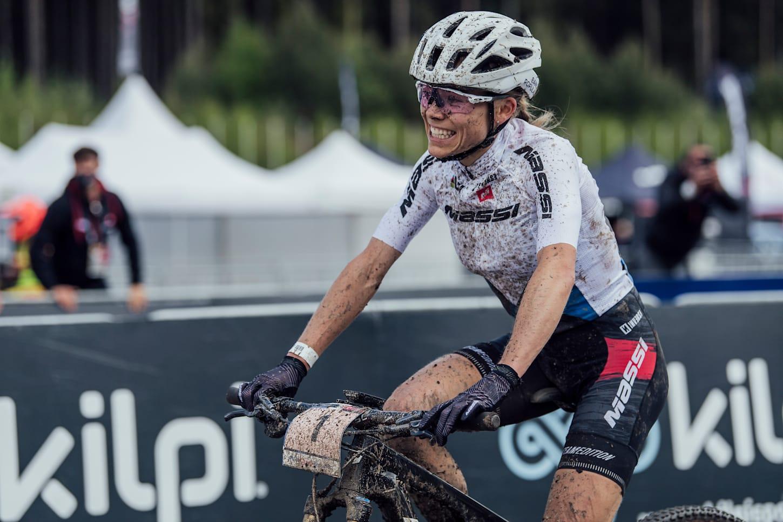 Loana Lecomte beim UCI XCO-Rennen in Nove Mesto na Morave, Tschechien, am 16. Mai 2021.