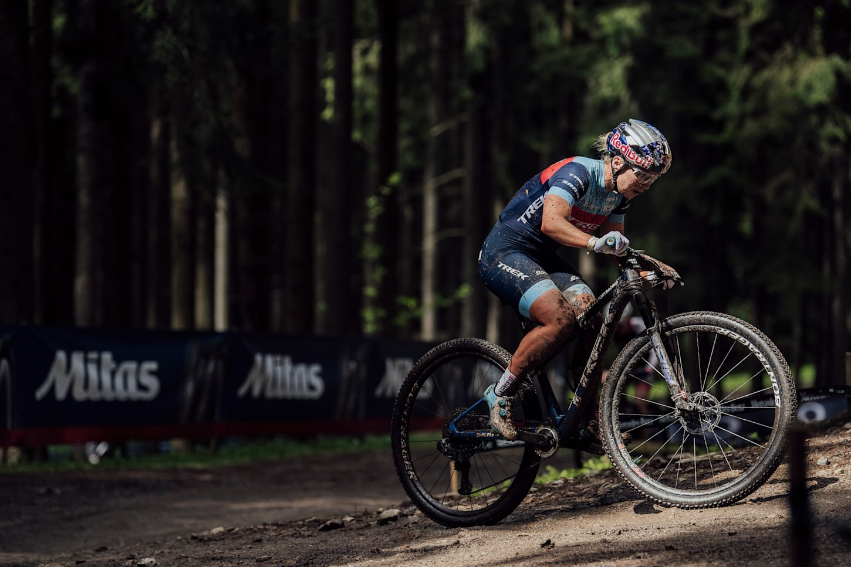 Evie Richards beim UCI XCO-Rennen in Nove Mesto na Morave, Tschechien, am 16. Mai 2021.