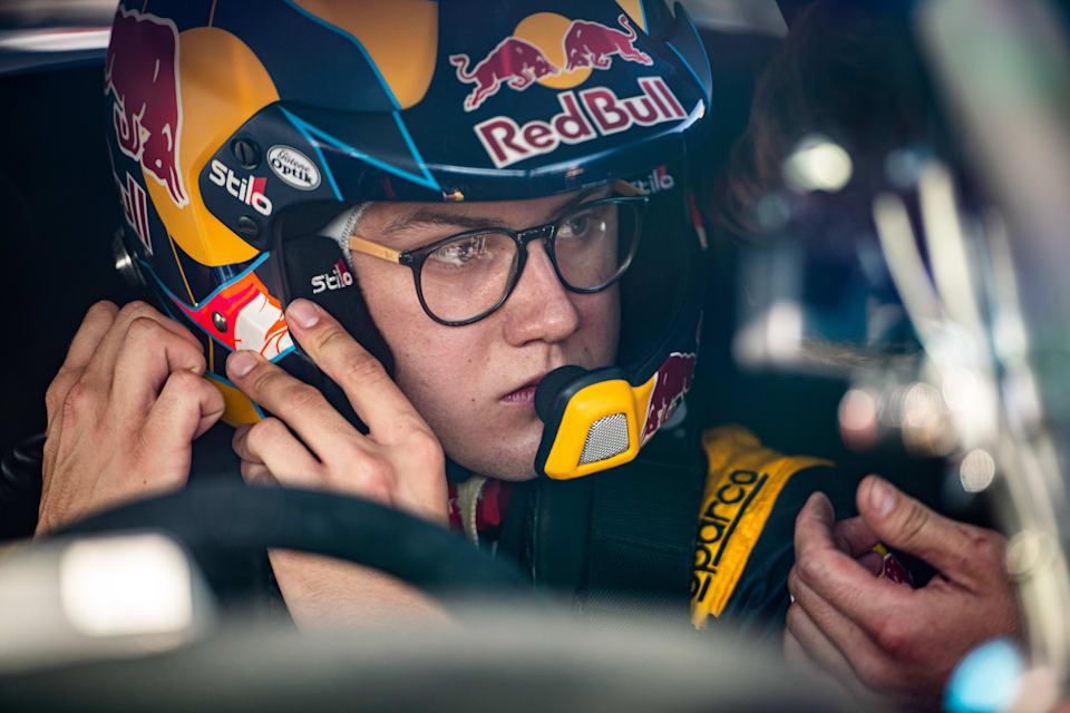 Yarış galibi Kevin Hansen, Barcelona'daki World RX of Catalunya'da son dakika talimatları aldı.