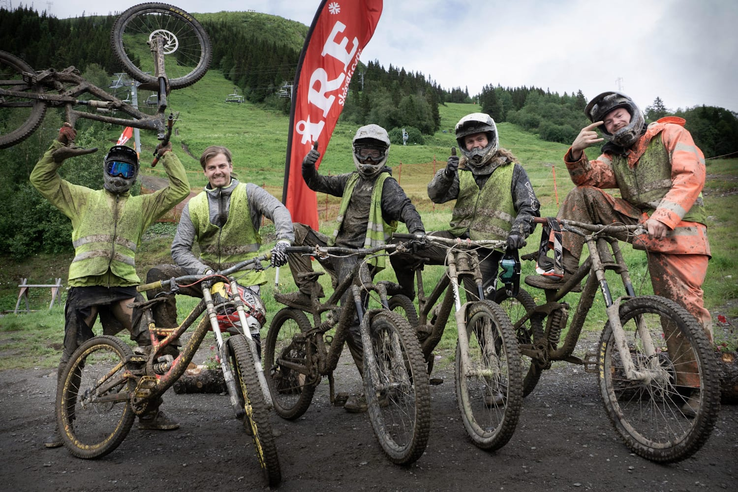 8 Reasons You Should Hit The Bike Park In The Rain Besoin de conseils pro ? bike park in the rain
