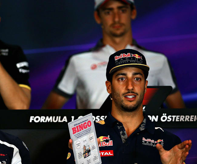Ricciardo juega al bingo en una rueda de prensa F1