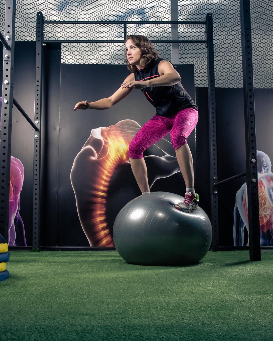 Resultado de imagen de ejercicios de equilibrio con pelota