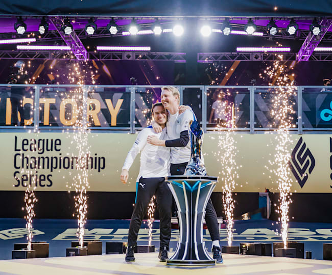 Perkz wins the LCS trophy in his first season
