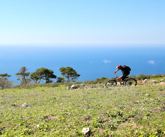 Enduro trejli nad morjem, zahodna obala Sicilije...