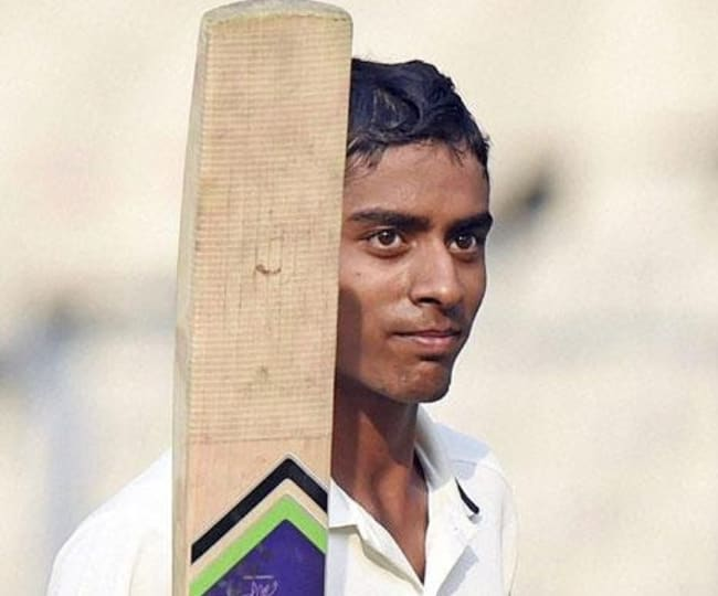 Abhimanyu Easwaran raises his bat
