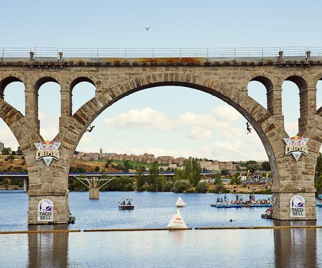 Ascending the Salamanca Bridge
