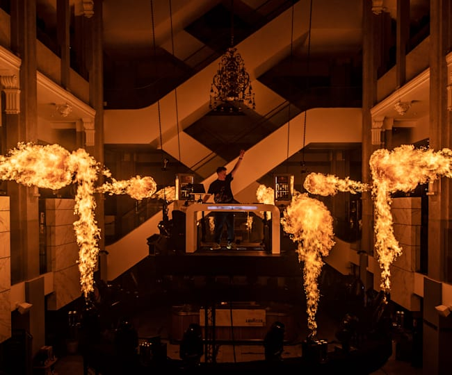 DJ Martin Jensen satte ild til Illum
