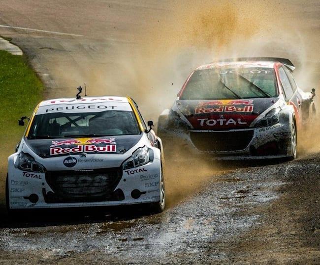 Les Peugeot 208 WRX roues à roues dans la boue
