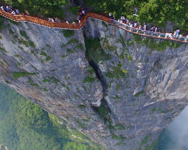 China's amazing cliff-hugging Tianmen Mountain