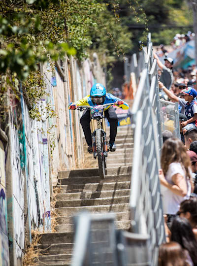 Urban downhill mountain bike racing: what is it and how does it work?