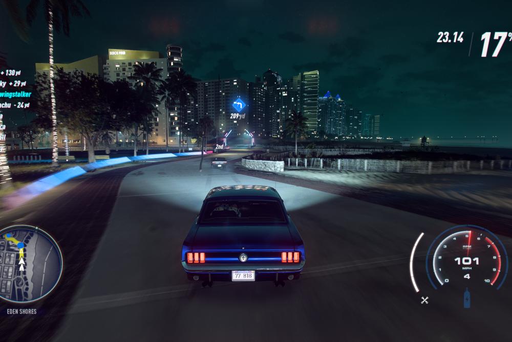 警察と一般車が走り回る夜のレースは難しい