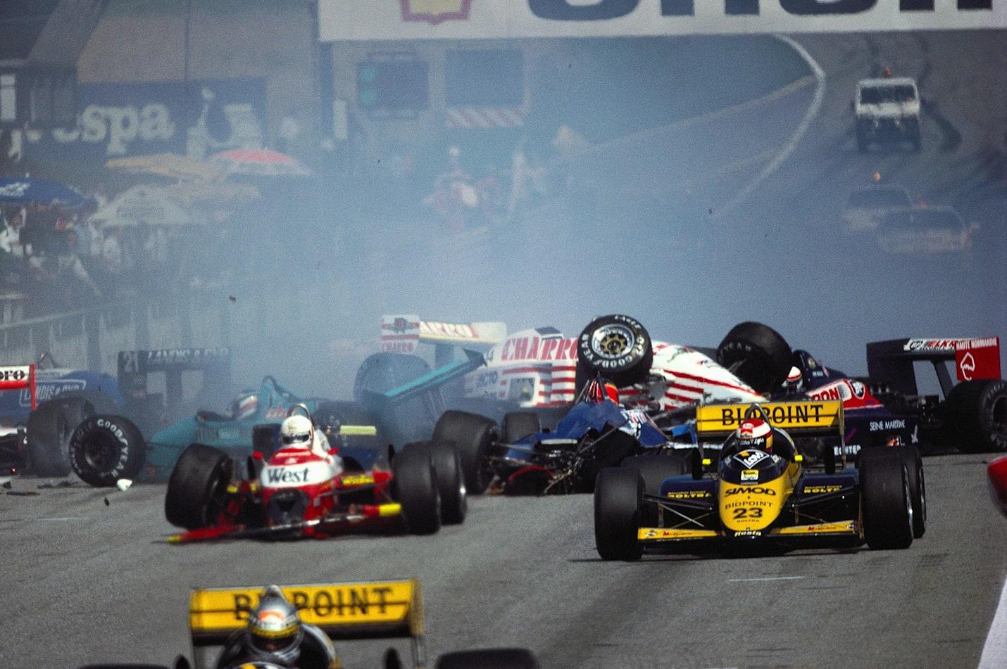 Le départ a été donné à nouveau mais le chaos persiste au Grand Prix d'Autriche de Formule 1 1987.