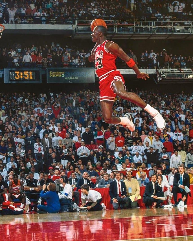 Larry Belmont Telemacos gris  Há 30 anos, Chicago testemunhava o voo de Jordan
