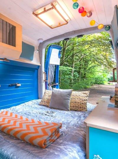 Przekształcenie vana w kampera nie jest proste, ale jest możliwe