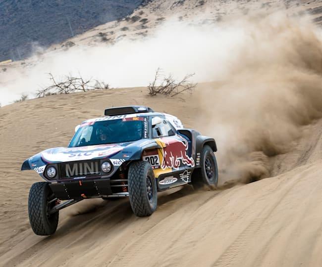 Stéphane Peterhansel kicks up the Dakar dust outside Jeddah