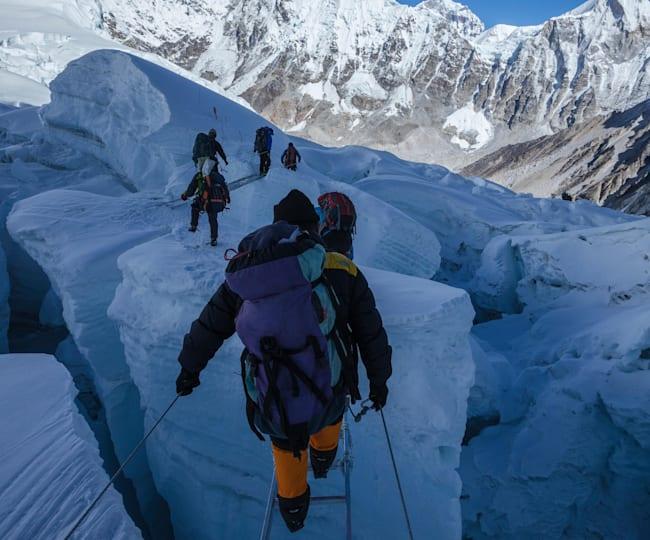エベレストのクレバス用の橋