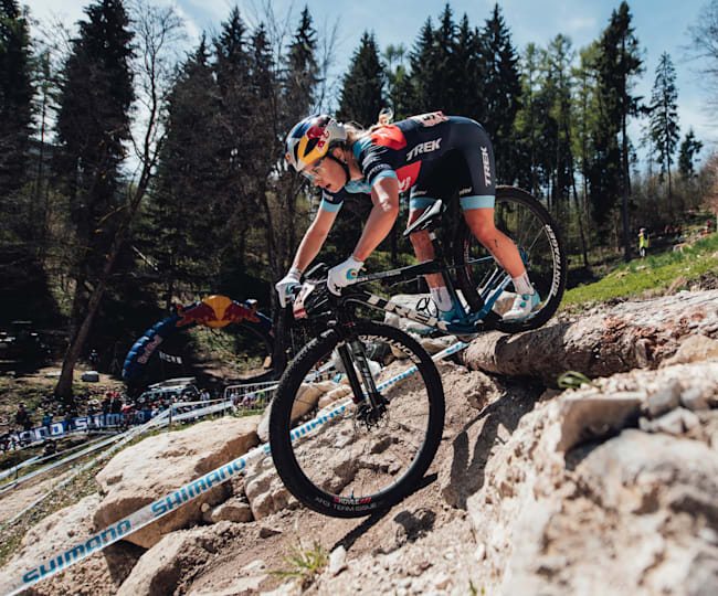 Evie Richards in XCO action