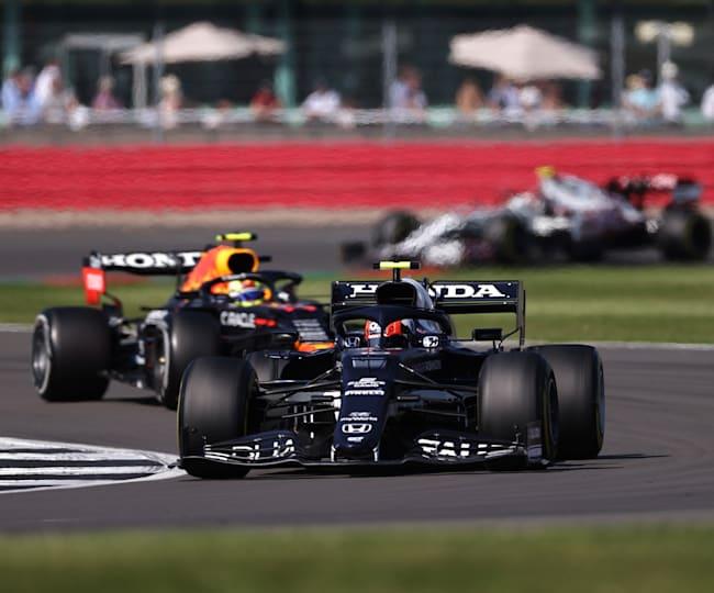 Yuki Tsunoda i Sergio Perez w akcji podczas GP Wielkiej Brytanii