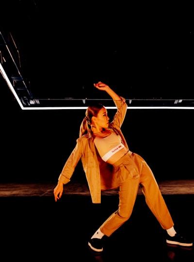 "Dassy on ""The Floor"" set"